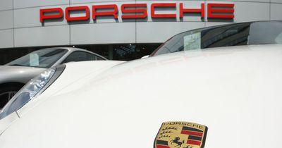 Porsche beim Einparken zerstört