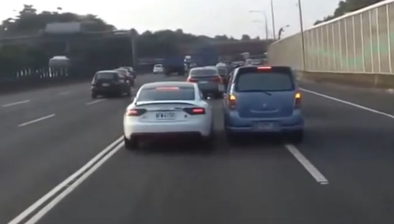 Wenn sich zwei Vollidioten auf der Autobahn begegnen