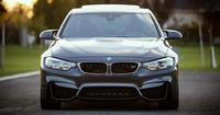 Dieser BMW M6 zieht einen Porsche ab