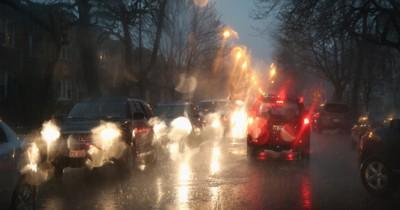 Aquaplaning: Das machen selbst viele erfahrene Autofahrer falsch