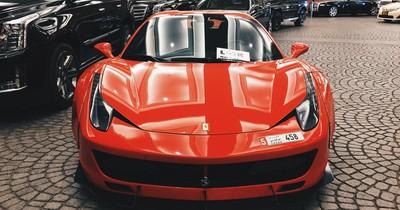 In Dubai vergammeln Luxus-Autos