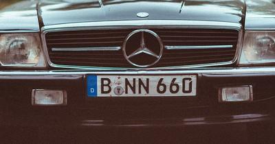 Rotes Auto-Kennzeichen: Was steckt dahinter?