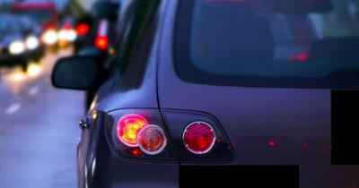 Schaffst du es, alle Autos anhand ihres Rücklichts zu erkennen?
